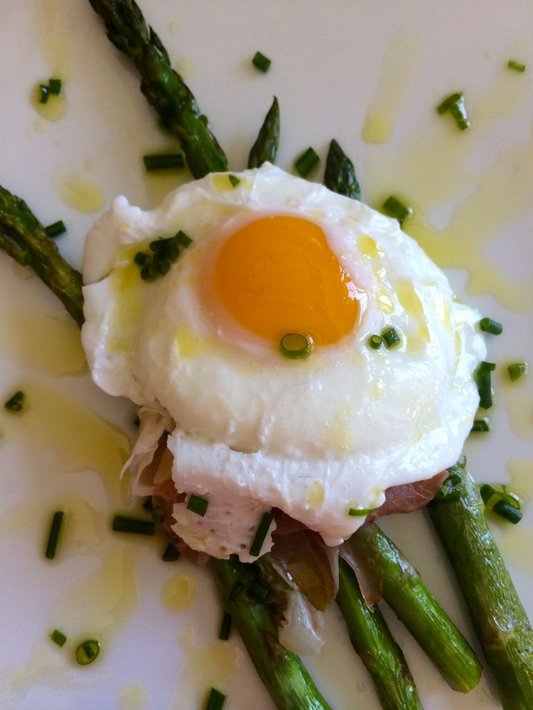 Asparagus with poached egg