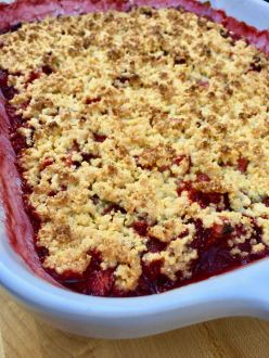 Strawberry Crumble w-Rhubarb